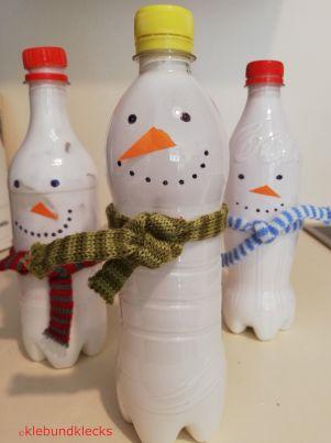 PET-Flaschen mit Augen, Nase und Schal für Schneespiele