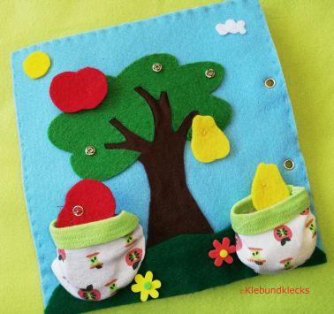 Baum aus Filz mit Druckknöpfen, Äpfel und Birnen in Stofftaschen