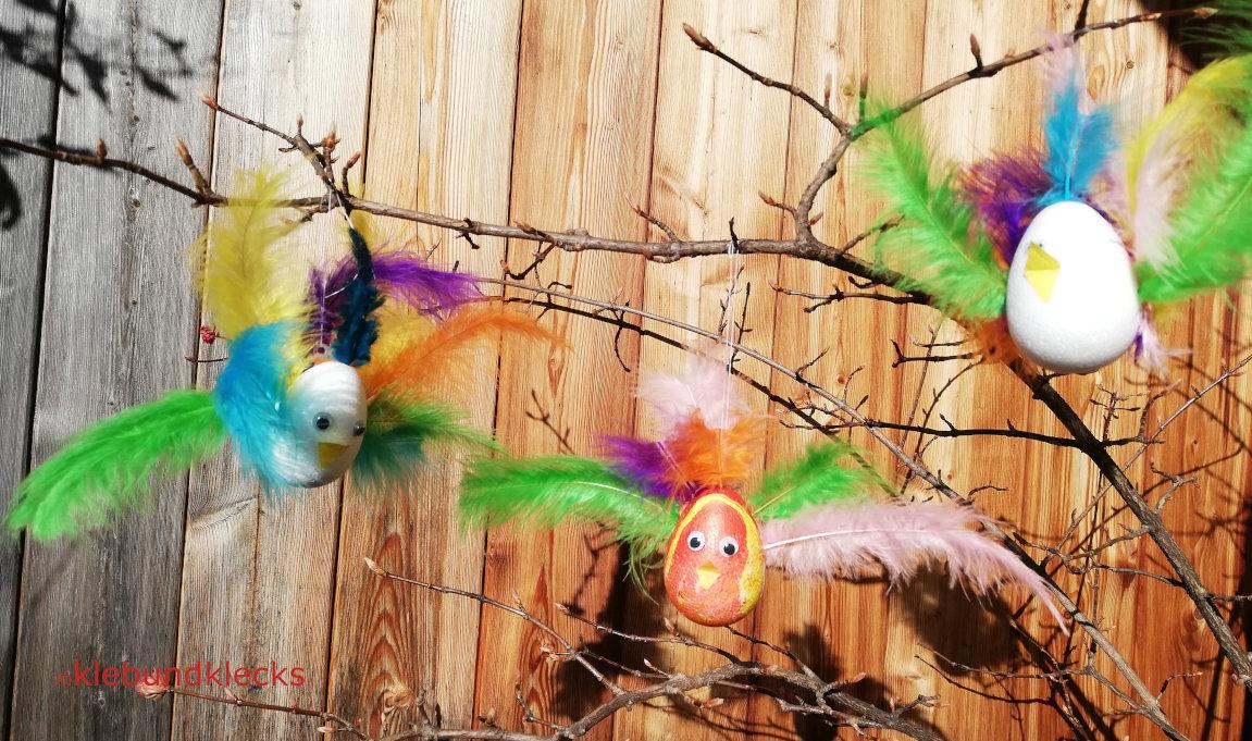 Hühner-Vögel aus Styroporeiern und Federn