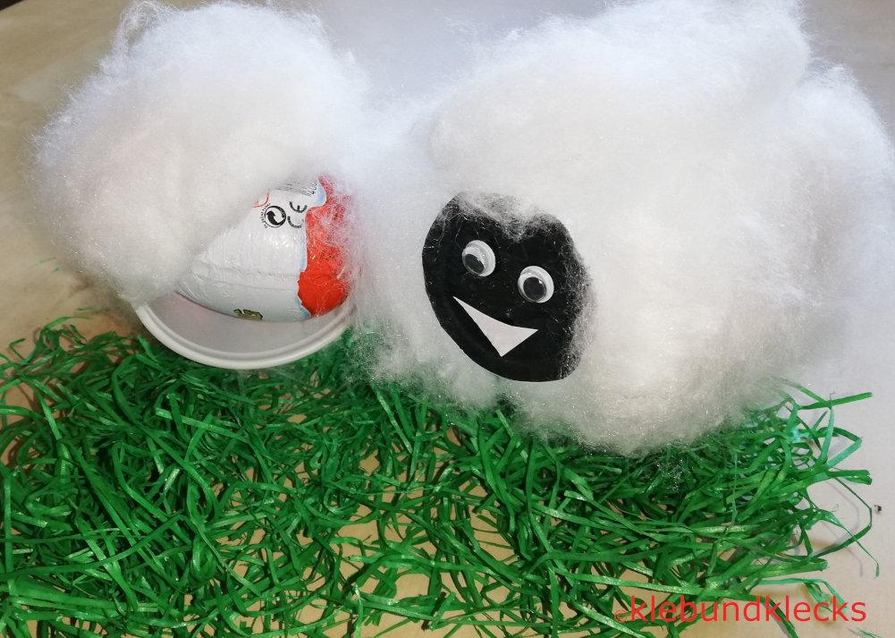 Schaf aus Pappbecher und Watte