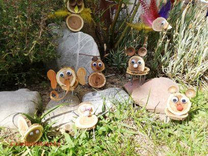 Scheibentiere aus Holz, Eichelkappen udn Baumrinde