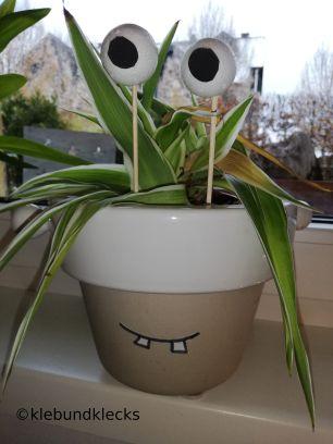 Monster aus Pflanze und Wattebällen