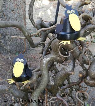 Krähen aus Tontöpfen
