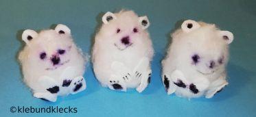 Eisbären aus Styroporeiern und Watte