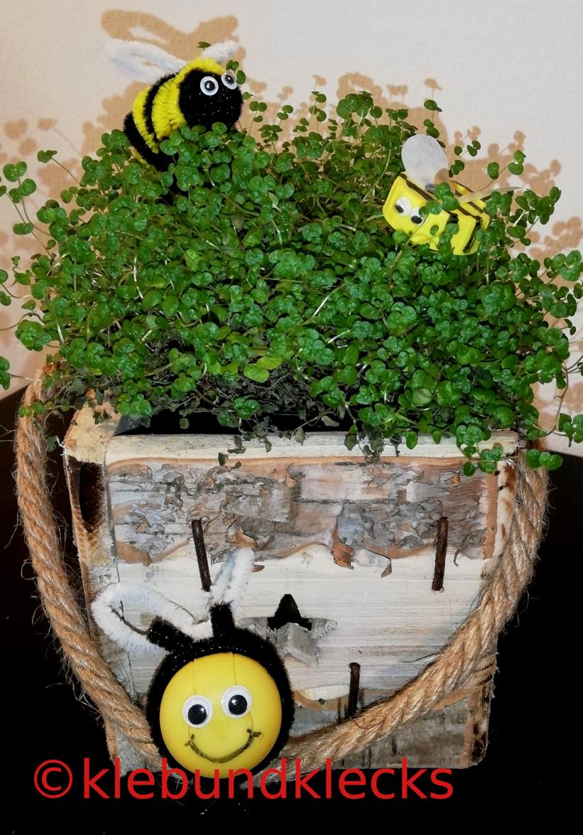 selbstgebastelte Bienen