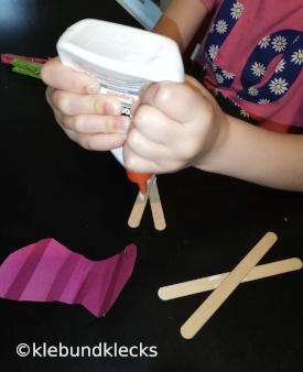 Holzstäbchen zusammenkleben