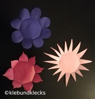 Papierblumen für blumige Spiele