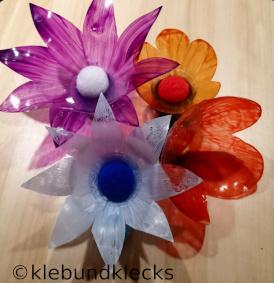 Plastikblumen aus PET-Flaschen