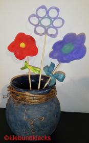 Plastikblumen aus Verschlusskappen