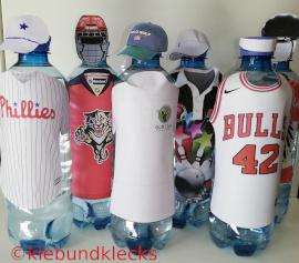 Trinkflaschen in Sport-Trikots