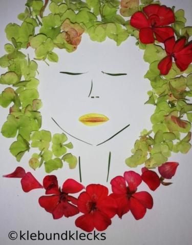 Blütenkind aus Pflanzenteilen