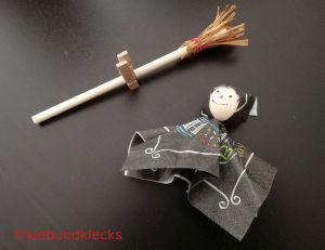 Hexen-Besen aus Stäbchen und Bast
