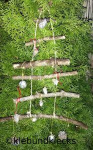 Weihnachtsbäume aus Ästen