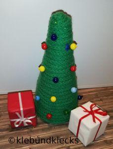 Weihnachtsbäume aus Strickschläuchen