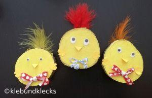 Hühner aus Holzscheiben
