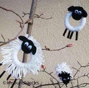 Schafe aus Wolle und Holzring