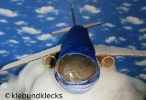 selbstgebasteltes Flugzeug