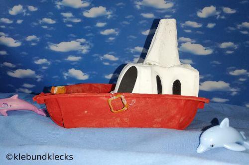 Yacht aus Eierkarton